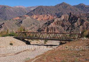 Pont menant à la Pukara de Tilcara