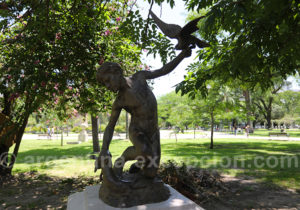 Sculpture, place 25 Mayo, Resistencia