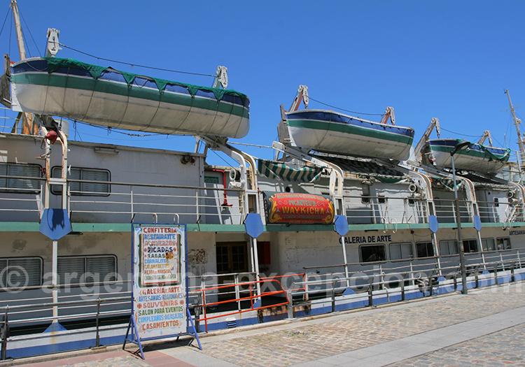 Galerie artisanale flottante à La Boca
