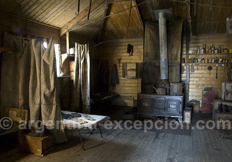 Intérieur de la cabane Shackleton's à Cape Royds, Ross Sea. © Delphine Aurès