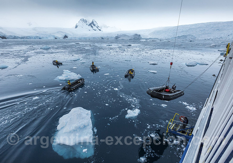 Préparation sortie zodiac, péninsule antarctique