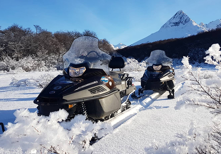 Moto neige dans la vallee Tierra Mayor. Credit Tierra Mayor.