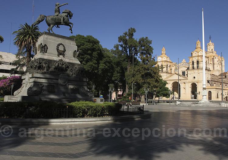 Visite de la ville de Cordoba, place San Martin