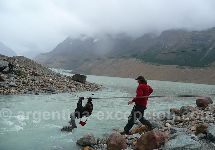 Tyrolienne pour accéder au glacier Torre