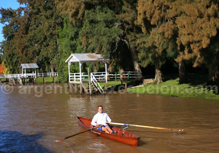 canoe dans la delta du parana