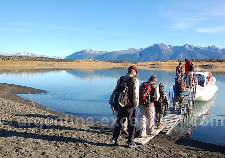 Embarquement en bateau sur le bras sud du lac Argentino
