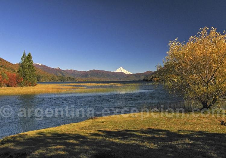 Lac Quillén et volcan Lanin