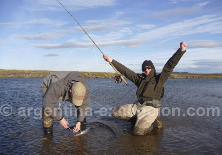 Peche au saumon a l'estancia Kau Tapen